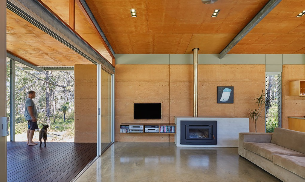 Rammed earth bush house earth dwellings for Rammed earth home designs